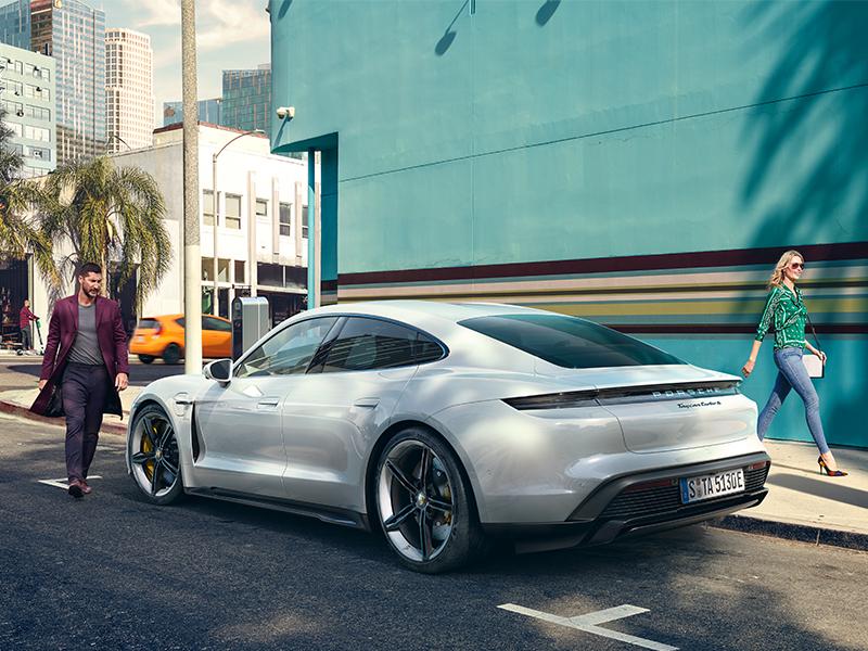 Porsche - Yolda şarj.